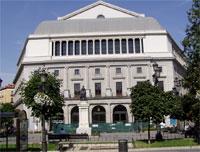 Fachada este del Teatro Real, vista desde la Plaza de Isabel II