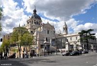 Catedral al comienzo de la Cuesta de la Vega